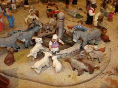 Voici une très belle fontaine, saynette pleine de charme où l'on voit des anons s'abreuver et une petite fille jouer avec des chèvres. (Réalisation de la santonnière Oustau d'Antan)