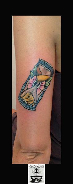 traditional tattoo #old school tattoo #tattoo idea #hour glass tattoo #flower tattoo #neo traditional tattoo #fuerteventura tattoo #corralejo tattoo #carlofuertetattoo