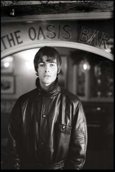 Image discovered by Iasmin. Find images and videos about oasis and liam gallagher on We Heart It - the app to get lost in what you love. Liam Gallagher Oasis, Noel Gallagher, Liam Gallagher 1994, Oasis Band, Liam And Noel, Britpop, One Ok Rock, Portraits, Cummins