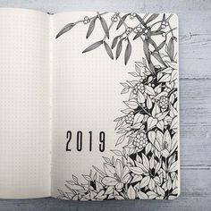 Bullet journal yearly cover page, flower drawing, botanical drawing, plant drawing. Bullet Journal Inspo, Bullet Journal Monthly Log, Bullet Journal Cover Page, Bullet Journal School, Bullet Journal Themes, Bullet Journal Spread, Bullet Journal Layout, Journal Covers, Book Journal