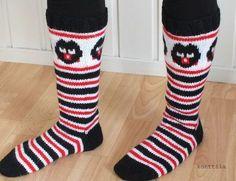 Karkkineulekisasta innostuneena päätin neuloa itselleni vanhat kunnon lakusukat. Kuviotahan ei saa enää käyttää lakupötköissä, mutta minusta... Crochet Socks, Diy Crochet, Knitting Socks, Woolen Socks, Marimekko Fabric, Socks And Heels, Stocking Tights, Crazy Socks, Fair Isle Knitting