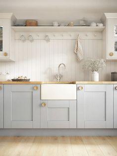 Shaker Style Kitchen Cabinets, Shaker Style Kitchens, Kitchen Cabinet Styles, Grey Kitchens, White Cabinets, Small Kitchens, Cottage Kitchens, Modern Kitchens, Oak Cabinets