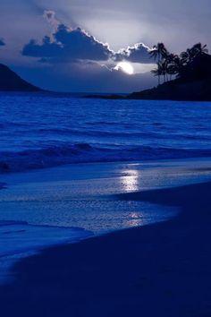 Peacefull evening moonlight beach...aahhhh!