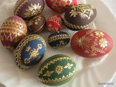 Eggs decorated by straw. - Slovakia. - Contemporary colors combined with traditional technique.