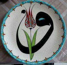 :::: ✿⊱╮☼ ☾ PINTEREST.COM christiancross ☀❤•♥•* ::::. Arabic Calligraphy Art, Caligraphy, Tulip Tattoo, Glazed Tiles, Ottoman, Mosaic Art, Tulips, Beautiful Pictures, Decorative Plates