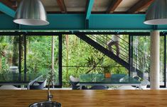 Nitsche Arquitetos Associados designed this house located in Iporanga on Sao Paulo's coast in Brazil. Contemporary Architecture, Interior Architecture, Interior And Exterior, Interior Design, Jungle House, Forest House, Iron Staircase, Staircases, Screen House