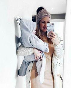 Love it - Star Wrap - Stjerne wrap Winter Hats, Wraps, Instagram Posts, Baby, Star, Fashion, Coats, Moda, La Mode