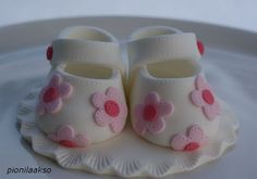 Sweet little baby booties for the top of a baby shower cake--I like how the pin pricks look like stitching.