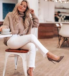 Winter Fashion Outfits, Fall Winter Outfits, Look Fashion, Autumn Winter Fashion, Womens Fashion, Casual Dress Winter, Casual Winter Style, Petite Fashion, White Jeans Winter Outfit