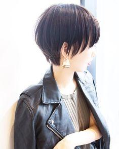 ショートボブ✂️渋谷美容師✂️ハイライト *土田哲也✴︎さんはInstagramを利用しています:「[#Tショート ] concept:女性として一つ質の上がるハイグレードなデザイン ・ #マッシュショート ・ キュートより色っぽくクールにしたいすべての人へ ・ ショートやボブだからこそ女性らしい魅力、色気、お洒落さを.... ・ #ピアス が似合う#ヘアスタイル に ・…」 Short Bob Haircuts, Cute Hairstyles For Short Hair, Girl Short Hair, Pretty Hairstyles, Short Hair Cuts, Short Hair Styles, Japanese Short Hair, Japanese Haircut, Hair Arrange
