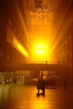 2003 – Tate Modern i London. The Weather Project av Olafur Eliasson