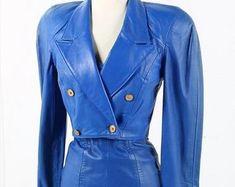 Etsy :: Jouw platform voor het kopen en verkopen van handgemaakte items Leather Jacket Dress, Red Leather, Trending Outfits, Lady, Womens Fashion, Unique, Jackets, Clothes, Dresses