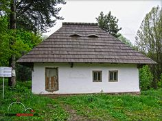 MUZEUL SATULUI BUCOVINEAN SUCEAVA Gospodaria traditionala din Radaseni Primitive, Gazebo, Houses, Outdoor Structures, Cabin, Traditional, House Styles, Home Decor, Homes