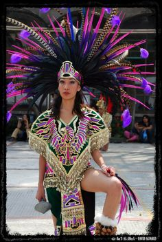 Azteca by dalvarez-v Native American Beauty, Native American Indians, American Women, Mexican Art, Mexican Style, Aztec Headdress, Aztec Costume, Maya, Mexican Heritage