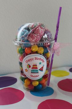 Bright and Fun Birthday In Cup Gift Set - goody bags idea for older kids? Party Treats, Party Gifts, Diy Gifts, Cool Gifts, Handmade Gifts, Birthday Fun, Birthday Gifts, Birthday Parties, Candy Favors