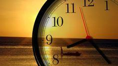 No próximo sábado (18), à meia-noite, milhões de brasileiros terão que adiantar os relógios em uma hora. É o início da temporada 2015/2016 do horário de verão nos estados do Rio Grande do Sul, de Santa Catarina, do Paraná, de São Paulo, do Rio de Janeiro, Espírito Santo,de Minas Gerais, Goiás, Mato Grosso, Mato Grosso do Sul e no Distrito Federal.