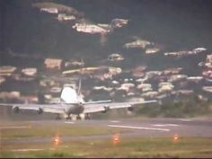 ✈747 jet blast into the sea!✈ World Most Dangerous Airport.