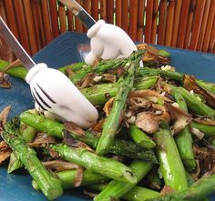 Including whole vegetable in simple dishes is a good way to increase the amount of fermentable fiber in your diet Beetroot Recipes, Fiber Diet, Asparagus, Green Beans, Roast, Fresh, Dishes, Vegetables, Simple