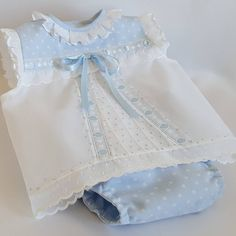 Set primera puesta Frocks For Girls, Kids Frocks, Baby Frocks Designs, Baby Dress Design, Baby Dress Patterns, Baby Sewing Projects, Heirloom Sewing, Baby Shirts, Little Girl Dresses