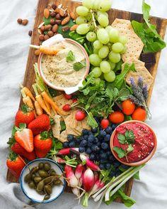Vegan Hummus Crudités Platter @bestofvegan • #vegan #glutenfree #healthysnacks