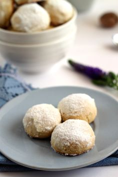 A cookie-k dióval feküdt a lemezen Romanian Food, Romanian Recipes, Food Cakes, Biscotti, Cake Recipes, Food And Drink, Favorite Recipes, Sweets, Bread