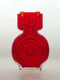 Riihimaki 'Aitanlukko' red cased glass vase by Helena Tynell. Retro Design, Design Art, Z Arts, Glass Ceramic, Glass Collection, Glass Design, Lassi, Colored Glass, Scandinavian Design