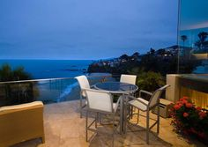Image from http://www.idesignarch.com/wp-content/uploads/Laguna-Beach-Hilltop-House_3.jpg.
