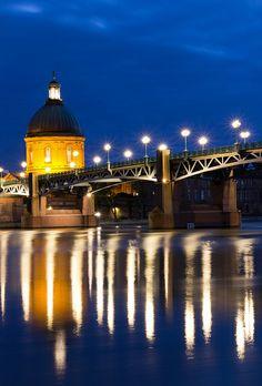 Pont Saint-Pierre and the dome of the hosptial of St-Jospeh de la Grave - Toulouse, France