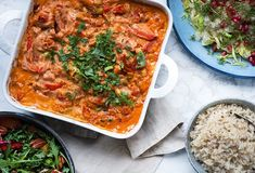 Kylling i fad med pikant med grøntsager Penne Pasta, Dinner Is Served, Italian Recipes, Thai Red Curry, Poultry, Nom Nom, Dinner Recipes, Food And Drink, Cooking