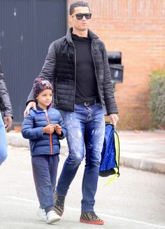 Cristiano Ronaldo with his son Cristiano Ronaldo Jr in Madrid Cristiano Ronaldo Style, Cristiano Ronaldo Portugal, Cristino Ronaldo, Cristiano Ronaldo Cr7, Real Madrid, Good Soccer Players, Football Players, Football Fashion, Best Football Team