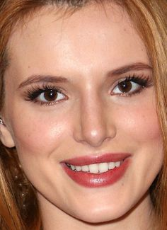 Close-up of Bella Thorne at ¡Despierta América! in 2015. http://beautyeditor.ca/2015/12/28/best-beauty-looks-daisy-ridley