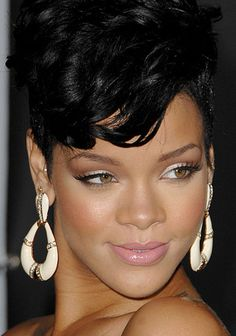 Rihanna makeup at 2008 American Music Awards - I like everything except the pink lip