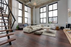 Photos by Carrie Buell for SAHO NYC Staying in sync with its Williamsburg peers, this newly renovated Wythe Avenue loft is notable...