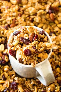 Homemade Pumpkin Spice Granola Perfectly Crunchy Easy Homemade Granola with the Perfect Amount of Pumpkin Spice! Pumpkin Granola, Pumpkin Spice, Savory Snacks, Easy Snacks, Healthy Snacks, Healthy Recipes, Healthy Dishes, Healthy Baking, Yummy Snacks