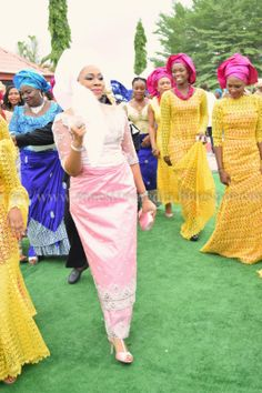 Maestro's Media: CARNIVAL IN IGBERE AT EZINNE & KELECHI'S IGBA NKWU NWANYI (IGBO TRADITIONAL WEDDING)