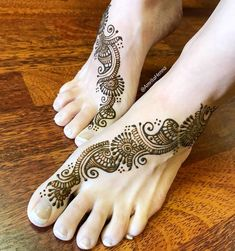 The World's Top Fashion Trends With Top Fitness Models Back Hand Mehndi Designs, Henna Designs Feet, Stylish Mehndi Designs, Bridal Mehndi Designs, Top Female Fitness Models, Mahndi Design, Henna Artist, Mehendi, Best Makeup Products