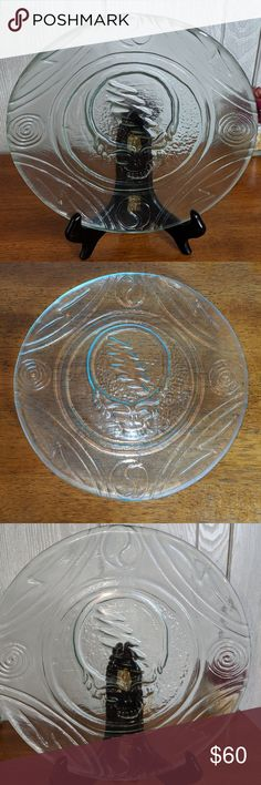"""EUC VTG rare Grateful Dead clear glass plate This beautiful clear glass plate from the Grateful Dead is extremely rare.  It features the Grateful Dead skull logo on the front. It's from the early 90s. The plate is 9"""" by 9"""".  If you have any questions please feel free to ask. Grateful Dead Other"""