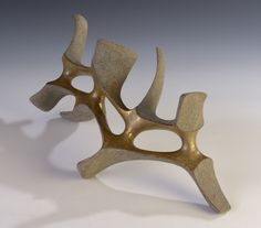 "István HOLLÓ: ""Stability"" 2015. Chamotte clay, engobe, glaze, gold. 39x20x18cm"