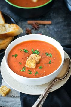 Warm-up your evenings with a bowl of freshly made Tamatar ka shorba - Spiced Indian Tomato soup. Step by step Tamatar ka shorba. How to make tomato chorba Indian Tomato Soup, Cream Of Tomato Soup, Healthy Soup, Healthy Recipes, Coconut Soup, Entrees, Instant Pot, Curry, Spices