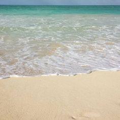 【neosxe808】さんのInstagramをピンしています。 《A L 🌺 H A  F R I D A 🙌  F E E L S 👣👣 Maybe if i can finish the kokua jobs early...🔧🔧 #alohafriday, #beach, #wave, #blue, #waimanalo, #oahu, #hawaii, #sky, #ocean, #海#波#うみそら#空#青#島#ワイマナロ#オアフ#ハワイ#ビーチ #曇#青い空#いつかの空#おはようございます#アロハフライデー》