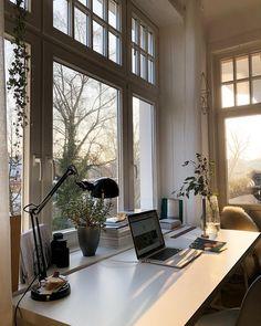 Good morning from my homeoffice. I just want to wish you a nice start in your monday. . Guten Morgen von meinem Schreibtisch. Ich möchte…