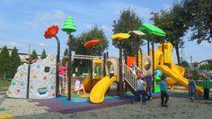 Plac zabaw zbudowany w Jejkowicach ma wiele różnorodnych elementów. Każde dziecko znajdzie coś dla siebie. Dla odwaznych i bardziej aktywnych jest ścianka wspinaczkowa, dla lubiących spokój gra w kółko i krzyżyk. No i oczywiście tradycyjne elementy takie jak zjeżdżalnia :) http://spil.pl/realizacja-jejkowice-plac-zabaw-zrealizowany-programu-9-1-1/