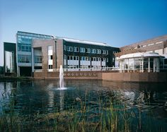 EVM-Verwaltungs- und Betriebsgebäude, Koblenz — Stahlbeton-Skelettbau in Moselnähe.   Außenfassade als vorgehängte Granitfassade. Ca. 30.000 m³ BRI.