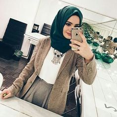 Find images and videos about fashion, beauty and hijab on We Heart It - the app to get lost in what you love. Islamic Fashion, Muslim Fashion, Modest Fashion, Fashion Outfits, Unique Fashion, Fashion Trends, Modest Wear, Modest Outfits, Hijab Moda