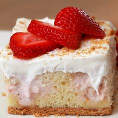 Strawberry Cheesecake Poke Cake- Can easily make a using a full cake mix and single recipe ingredients 13 Desserts, Delicious Desserts, Yummy Food, Yummy Mummy, Yummy Eats, Yummy Appetizers, Yummy Snacks, Food Cakes, Cupcake Cakes