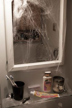 Then comes the moment when you think you are safe, and you realize when you are in the bathroom that you may still be stuck in the Upside Down! (Who left that slug there? Stranger Things Theme, Stranger Things Upside Down, Stranger Things Season, Halloween Food For Party, Halloween Themes, Stranger Things Halloween Decorations, Halloween 2020, Halloween Town, Best Shower Filter
