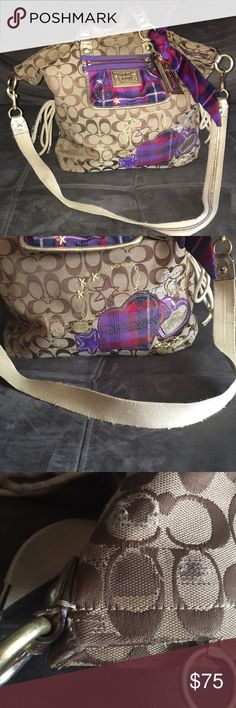 Coach poppy purse Coach poppy purse has definitely has some wear shown in pic and has some spots otherwise has a lot of love left to give Coach Bags