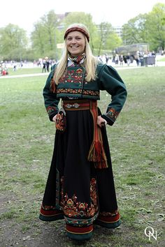 Traditional Norwegian folk costumes - Page 4 Folk Costume, Costume Dress, Costumes, Traditional Fashion, Traditional Dresses, Norwegian Clothing, Norwegian Fashion, Costume Ethnique, Beautiful Norway