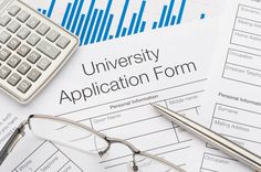 How to get through the college application process without losing your mind || #collegeapplications #college #resumehelp #highschool #tips