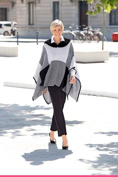 Nydelig poncho for en sofistikert look Bell Sleeves, Bell Sleeve Top, Elegant, My Style, Tops, Women, Fashion, Model, Classy